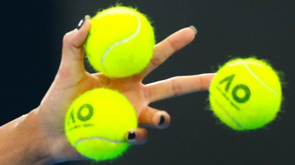 Covid-19: Sports equipment presents 'low risk'